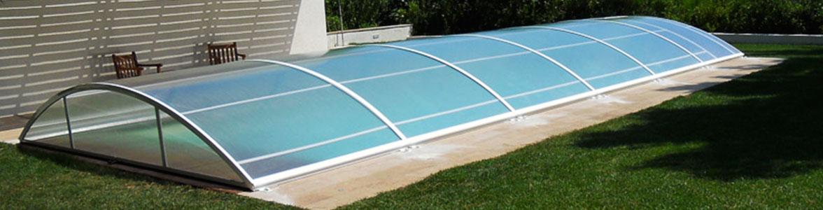 Instala una cubierta de piscina baja Praktica de Abripool para disfrutar todo el año de tu piscina