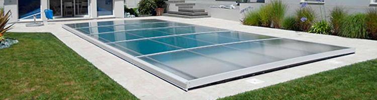 Imagen de ¿Sabes que la cubierta plana de piscina se integra en tu jardín como un elemento de diseño más?