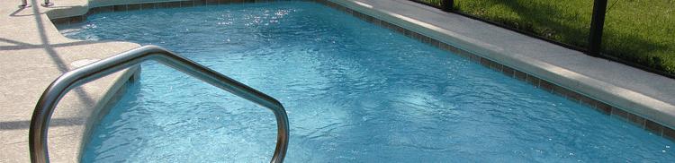 Tipos de escalera para piscina