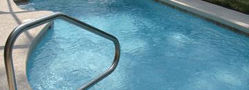 Tipos de escaleras para piscina
