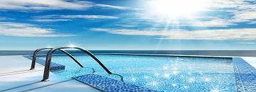 Protegerse del sol en la piscina