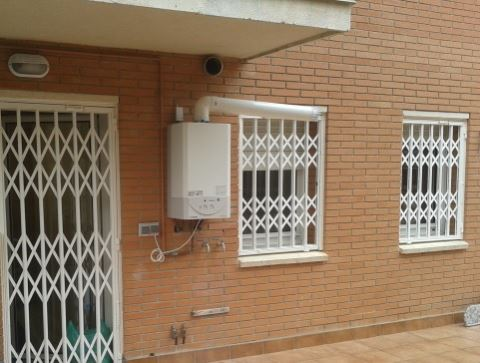 Armonía en la línea y seguridad para una entrada desde la terraza. No sólo impide el acceso, sino que también tiene efecto disuasorio.