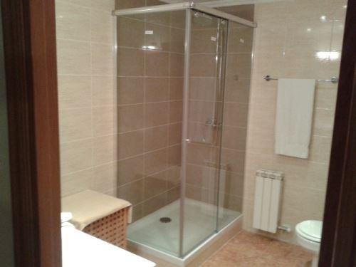 Respetuosa con el espacio diáfano del cuarto de baño e ideal para una fácil limpieza.
