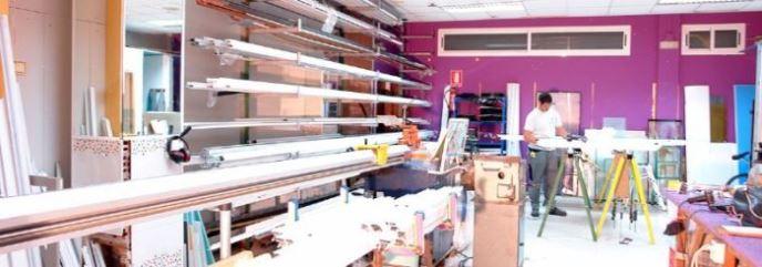 En Cristalería-Carpintería de Aluminio Manzano contamos con de todo tipo de piezas de recambio gracias a nuestra rápida disponibilidad y taller propio