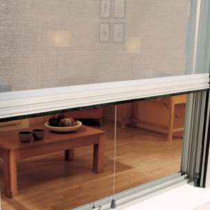 Un recurso idóneo para evitar la entrada de polen, insectos voladores y arañas en los hogares, locales y oficinas.
