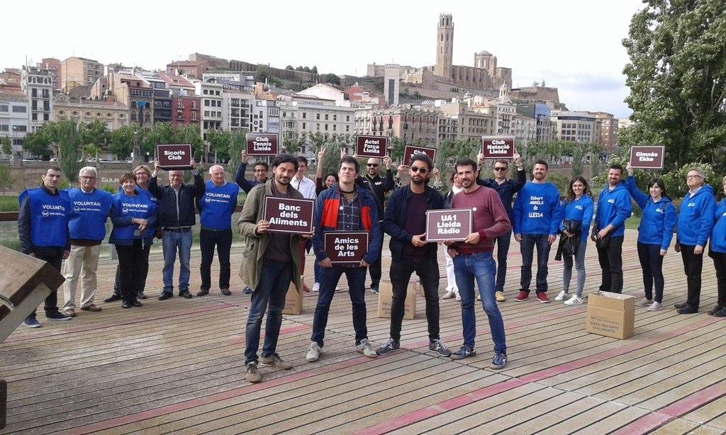 Els Amics de les Arts amb els voluntaris del Banc dels Aliments de Lleida