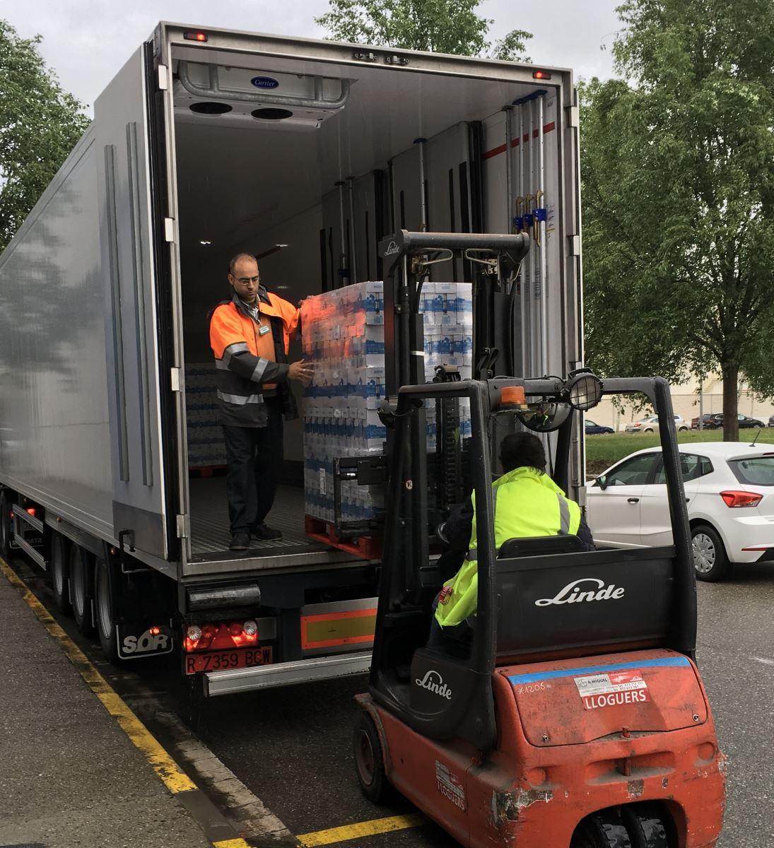 Mercadona dona 13.500 litres de llet