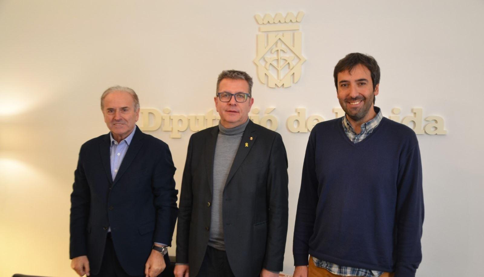 La Diputació de Lleida dona 5.000 ampolles d'oli al Banc dels Aliments