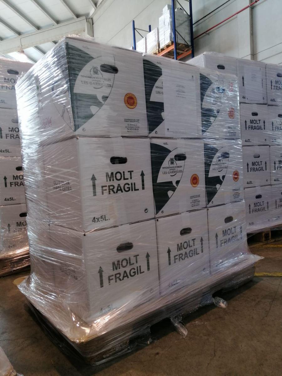 La Cooperativa de Maials lliura 200 ampolles d'oli