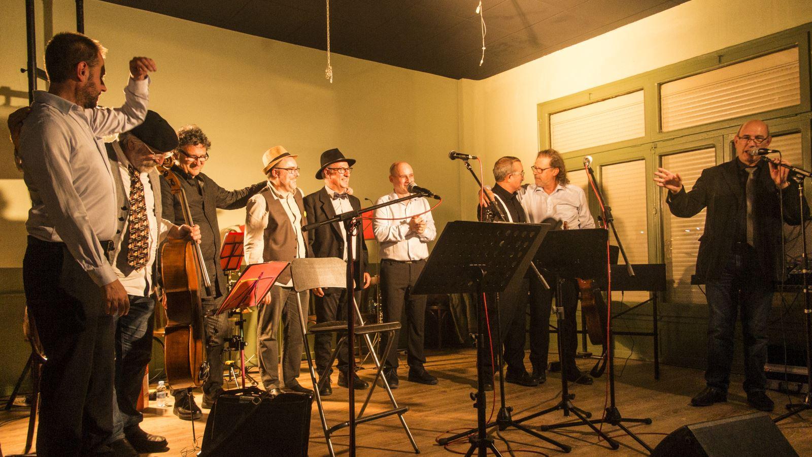 Actuacio conjunta del grup Boira amb Piccola Band a Mollerussa