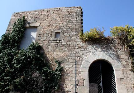 Castell amb finestral i mirador.