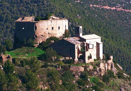 El castell i l'església de Sant Miquel de Castellar.