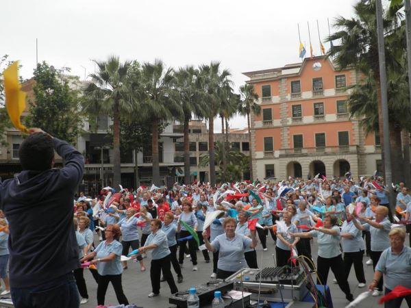Sesión multitudinaria de Aerobic en la que participaron los residentes de El Recer