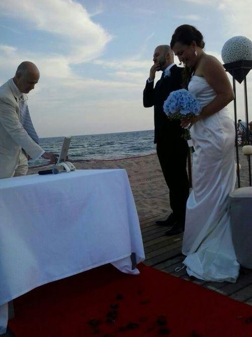 Foto de la ceremonia del enlace entre MªCarmen y Alberto oficiada por el doctor Josep Maria Pérez Torró