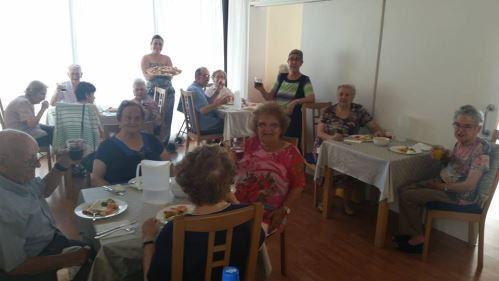 Celebración de la comida por la boda de MªCarmen en la residencia El Recer