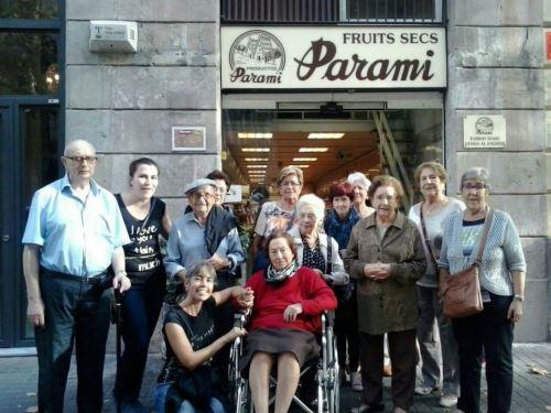 El grupo de expedicionarios de El Recer en Barcelona: dispuestos a avituallarse para la celebración de la castañada
