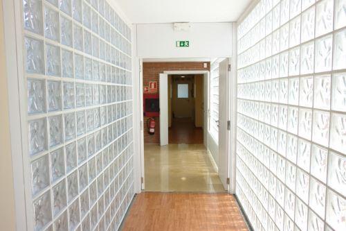 Vista interior de las luminosas dependencias de la residencia geriátrica El Recer de Castelldefels