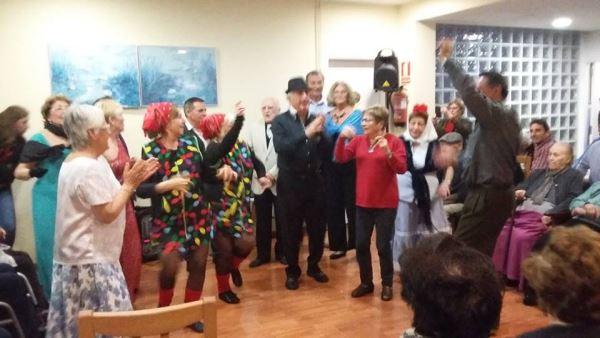 Los Principiantes animan las #Navidades2015 en la residencia geriátrica El Recer con su espectáculo de varietés