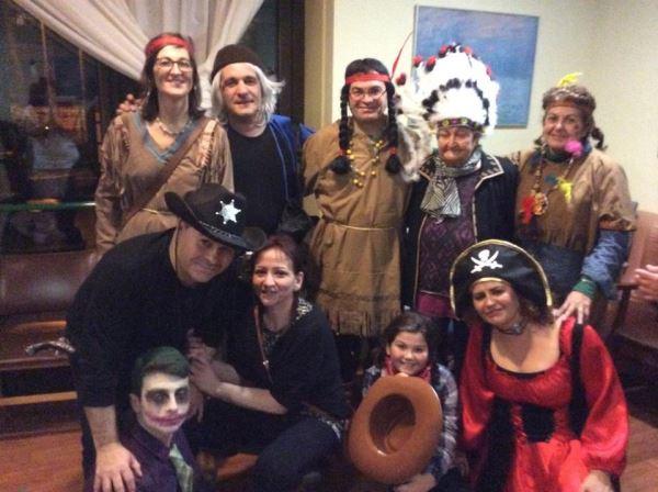 Como se puede observar, la familia de doña Severiana Peralta al completo se volcó con la temática de la fiesta de disfraces del carnaval 2016 celebrada en la residencia geriátrica El Recer de Castelldefels