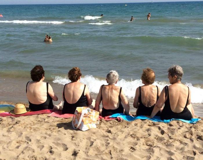 Como todos los veranos, las actividades estivales de la residencia El Recer han comenzado y la visita a la playa y el chapuzón son obligado