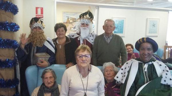 Foto de familia en la residencia geriátrica El Recer de Castelldefels
