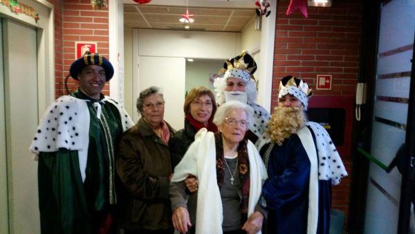 Los Reyes Magos en el recibidor de la residencia geriátrica El Recer de Castelldefels