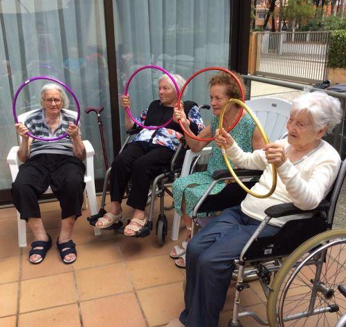 La actividad física es una necesidad que el centro geriátrico El Recer de Castelldefels fomenta entre los residentes que conservan total o parcialmente su movilidad