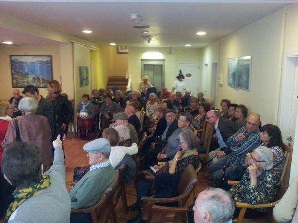 Vista panorámica de la fiesta de la Castañada y Halloveen 2015 en la residencia geriatrica El Recer de Castelldefels