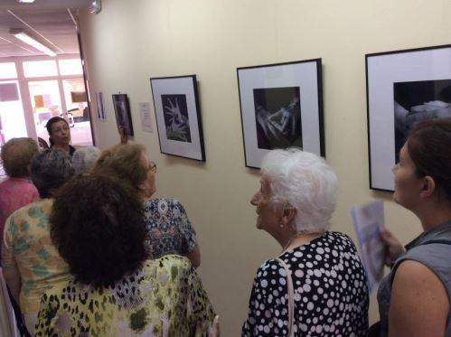 """""""Singularitats de dona"""" es una exposición fotográfica rica en emociones y en expresión a través de las manos"""