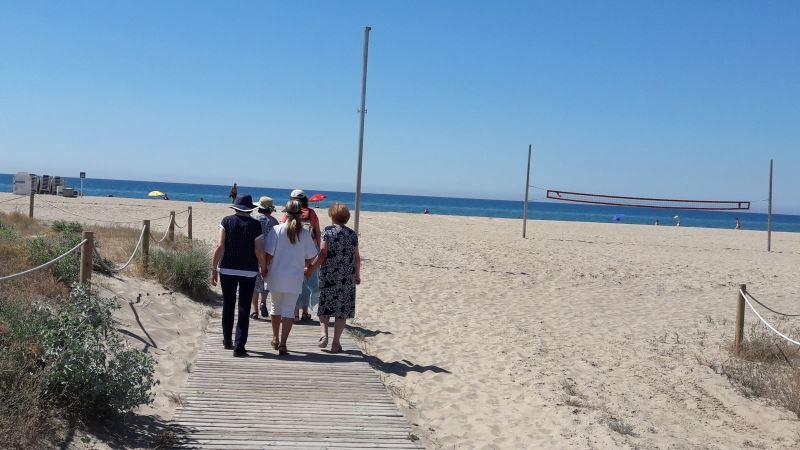 Nuestros arrojados residentes se adentran en el arenal de Castelldefels para disfrutar del sol, el mar y las buenas condiciones del día