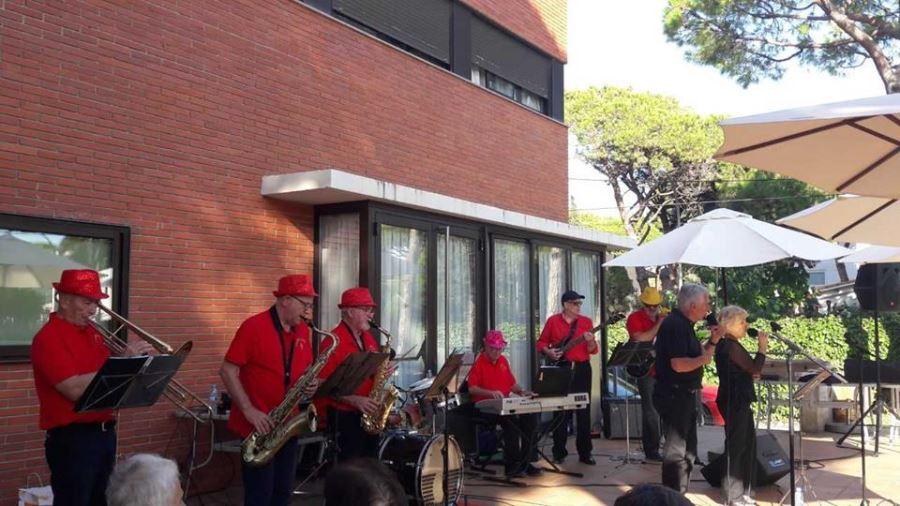 Nuestro agradecimiento a todos y cada uno de los componentes de la orquesta Castell Band por la maravillosa tarde que disfrutamos con su actuación