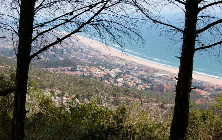 Vista de la playa de Castelldefels desde el macizo de Garraf