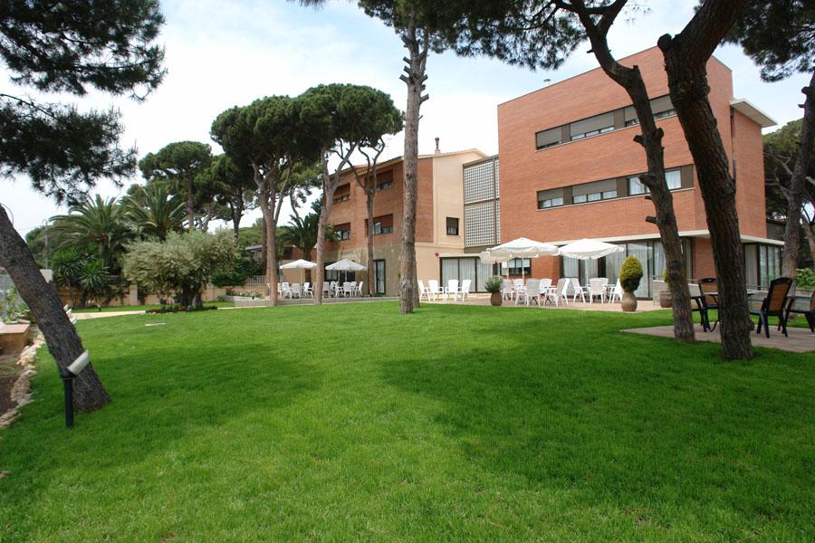 Un jardín de más de 1200 metros cuadrados en una de las mejores zonas residenciales de Castelldefels