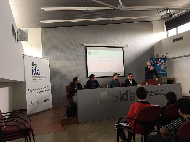 Presentación de la Jornada Sombits Kids por los organizadores y expertos en programación que impartieron los talleres