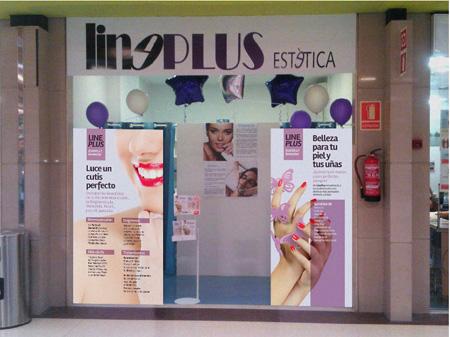 Estand y escaparate de Line Plus Estètica ubicado en el Centre Comercial Barnasud desarrollado por Snik Comunicación