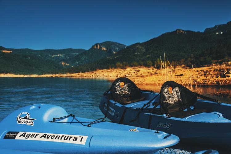 La travesía en kayak por el congosto de Mont-rebei puede hacerse por libre con nuestras canoas de alquiler o de forma organizada con nuestros Kayak-trek (senderismo + kayak)