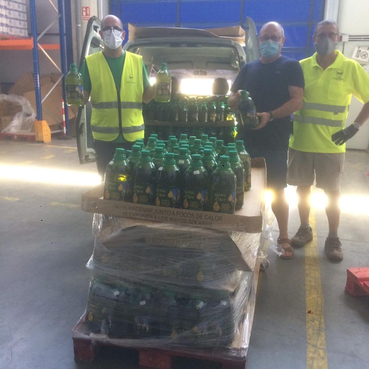 Entrega d'oli de primera qualitat de la Cooperativa de Vallbona de les Monges