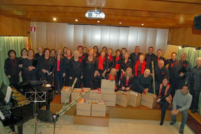 La Coral del Sícoris Club i la Coral Xiroia (Ateneu Popular) recapten aliments per al Banc dels Aliments de