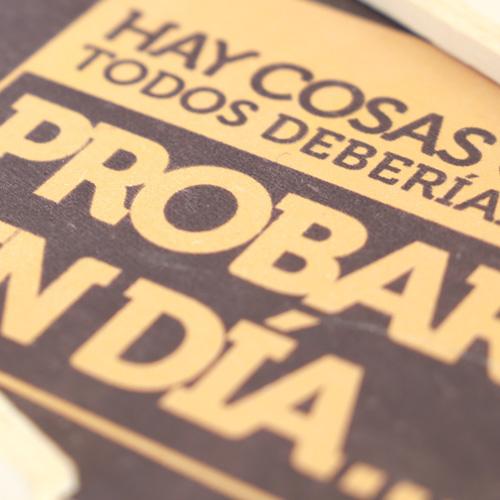 """Creación, diseño y producción del tríptico de la la campaña de marketing directo para Traycco con la acción """"telegrama de chocolate"""" realizada por Snik Comunicación."""
