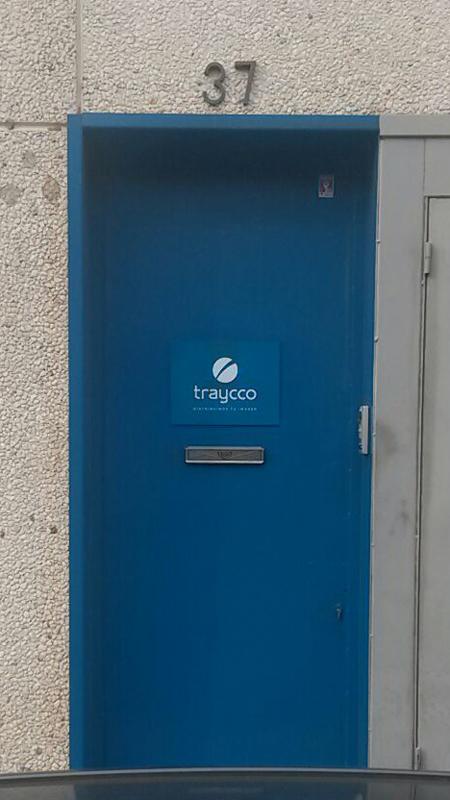 Placa puerta Traycco